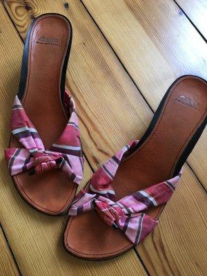 Sandalen mit Stoffband und kleinem Absatz