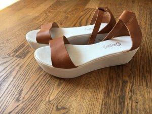 Sandalen mit weißer Sohle