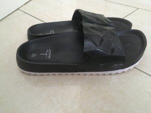 Beach Sandals black-white