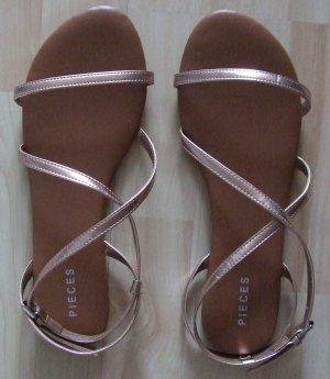 Pieces Sandalo con cinturino color oro rosa Sintetico