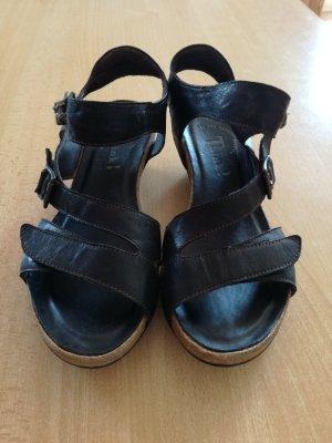 Think! Sandalias de tacón de tiras negro