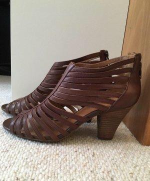 Sandalen, ungetragen mit Absatz