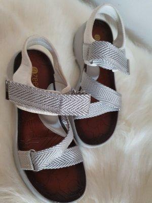 Sandalias de tacón con talón descubierto gris claro