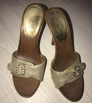 Sandalen von Guess in Gold