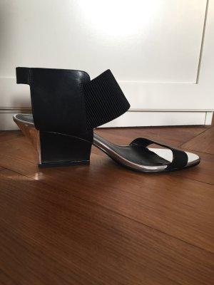 Sandalen von United Nude