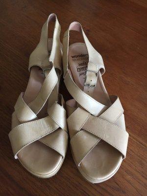 Sandalen von Wonders