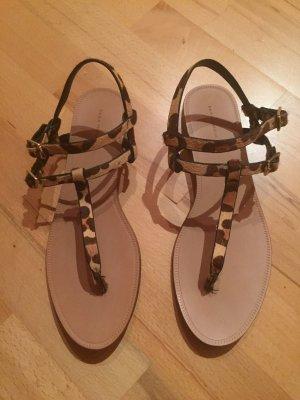 Sandalen von Zara im Leopardenmuster