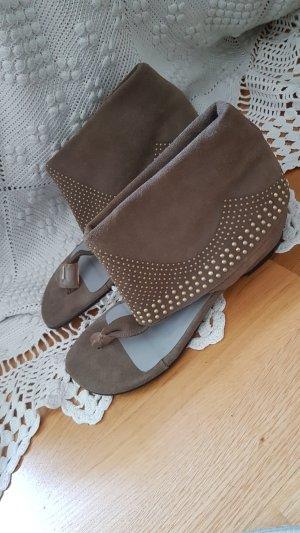 Sandalias de tacón con talón descubierto marrón grisáceo