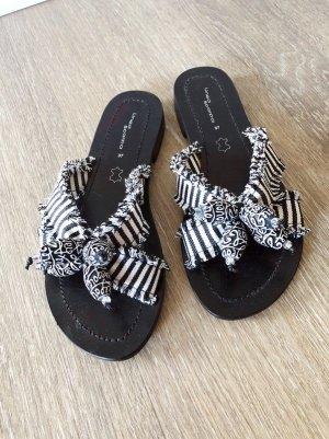 Sandalen Zehentrenner 37 schwarz weiß Muster Bommel