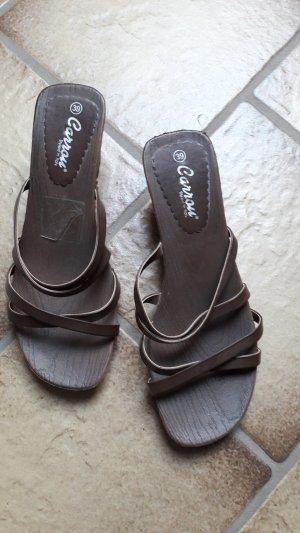 Sandalias de tacón de tiras marrón-marrón oscuro