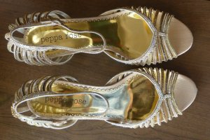 100 Sandalias de tacón de tiras marrón arena Imitación de cuero
