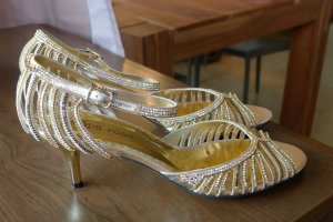 Sandalette mit Strass in Gold von Peppa Rose , made in Spain