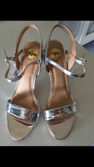 Buffalo Strapped High-Heeled Sandals silver-colored