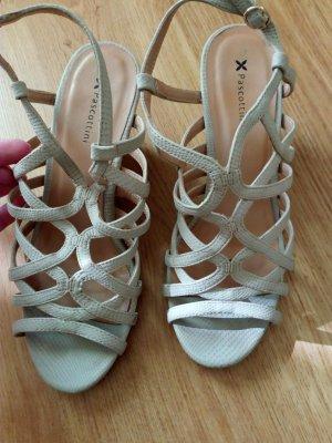 Sandales à talons hauts et lanière beige clair