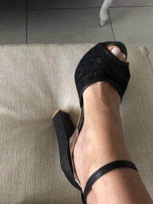 Sandales à talons hauts et lanière noir