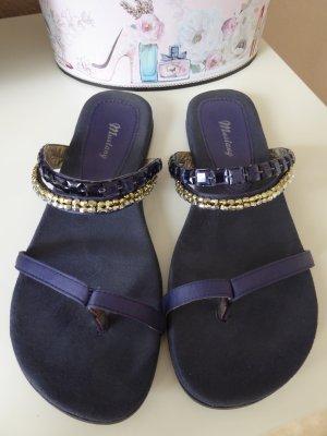 Sandaletten mit Glitzersteinchen und Perlen