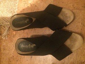 Sandaletten mit Gummizügen