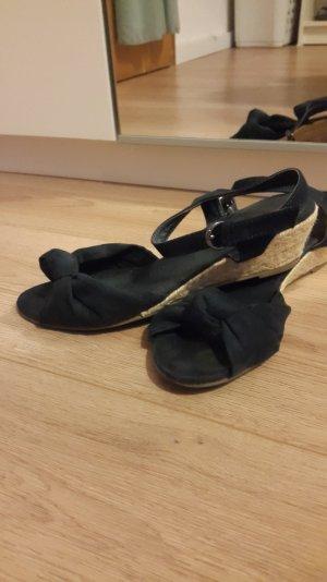 Sandaletten mit leichtem Absatz und Zehenöffnung