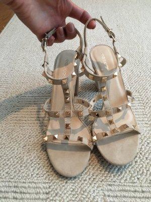Sandalen met bandjes en hoge hakken beige