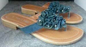 Sandaletten mit Rüschen