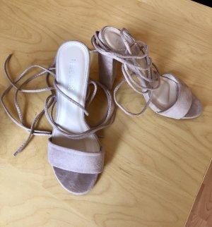 Sandaletten mit Schnürrung