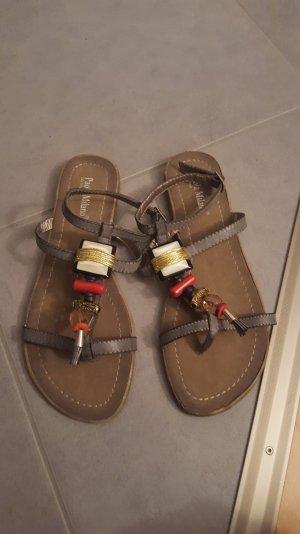 Sandaletten mit schönen Ornamenten