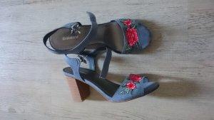 Sandaletten mit Stickerei