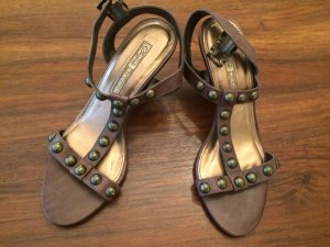 Sandaletten mit Wedgeabsatz und Nieten NEU