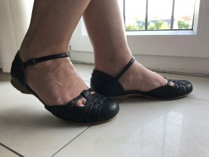 Strapped High-Heeled Sandals black