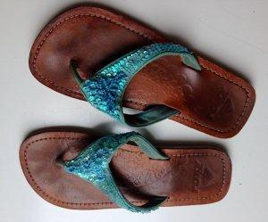 Sandaletten von Roxy mit Pailletten