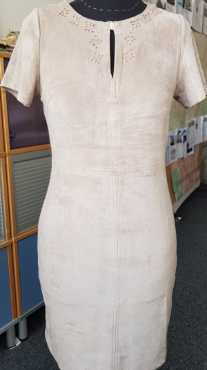sandfarbenes Kleid