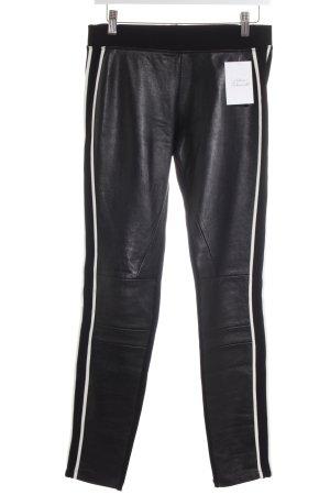 Sandro Hose schwarz-weiß Street-Fashion-Look