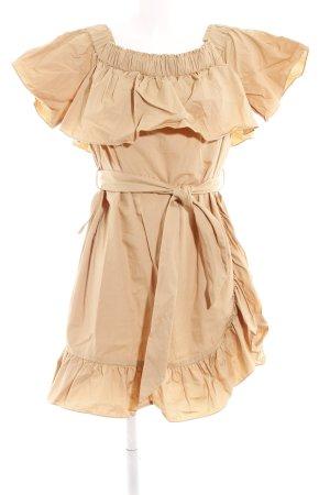 Sandro Paris Babydollkleid camel Street-Fashion-Look