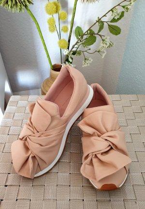 sanft rosa-nude farbene Sneaker, Halbschuhe mit Schleife von Zara