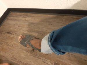 Sandalias cómodas negro-color plata