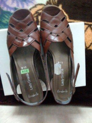 Sandales à talons hauts brun
