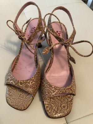 Sandalen met bandjes lichtgeel-roze