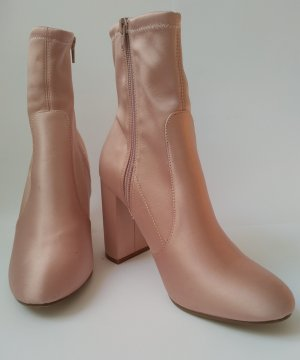 Satin Boots in Rosé