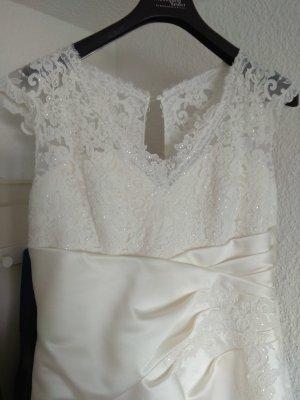 Satin Brautkleid mit Spitze, Raffung und Schleppe