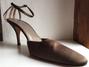 Sandalo con cinturino marrone chiaro