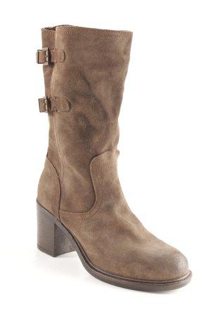 Jackboots dark brown street-fashion look