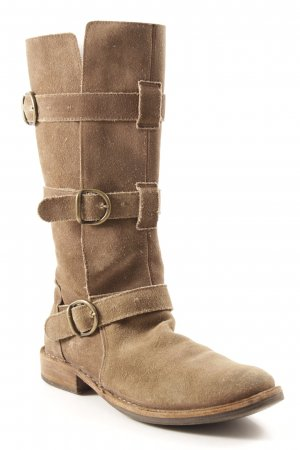 Jackboots taupe casual look