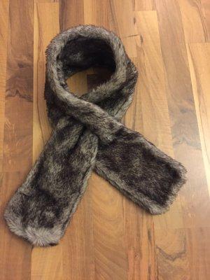 Schal aus dunkelbraunem Kunstfell