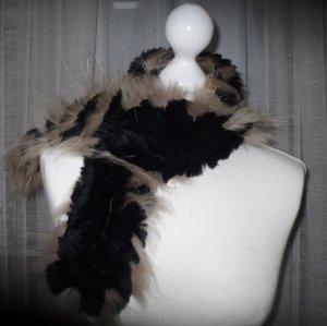 Schal aus gehäkeltem Kaninchenpelz