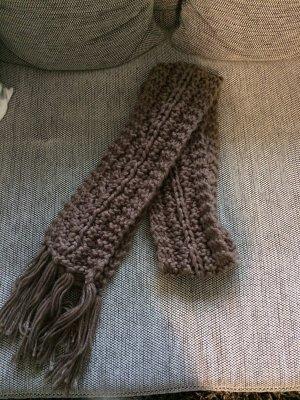 Schal aus Strick (grobmaschig)