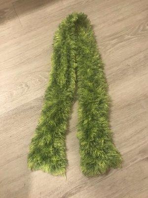 Sciarpa lavorata a maglia verde