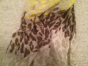 Schal im Leoparden Muster