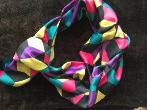 Schal in bunten Farben