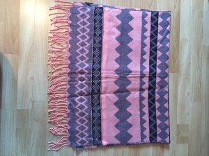 Schal in den Farben grau und rosa
