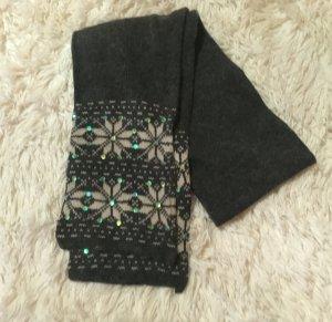 Schal in grau mit Schneeflockenmuster und Pailletten